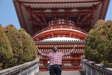 Solomon celebrates the majesties of the Narita-san temple in Japan